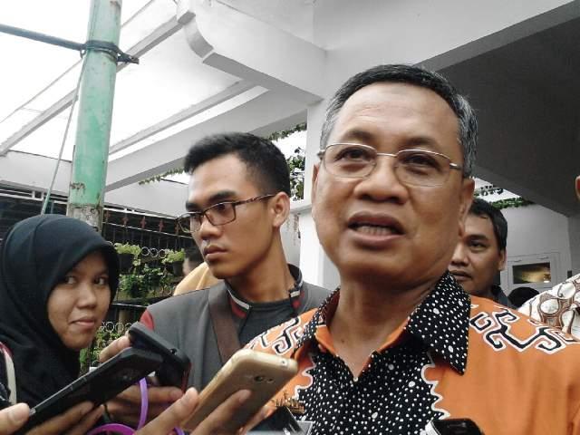 Sebanyak 26 Ribu Baju Batik Dibagikan di Hari Guru Nasional