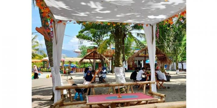 Kampung Perahu Saung Katineung Sukabumi Wisata Pantai Alternatif Keluarga