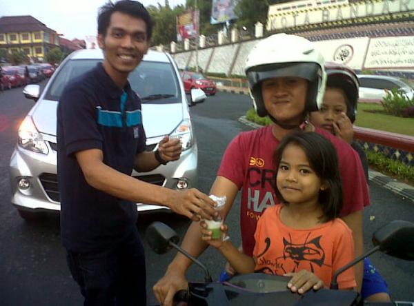 Bagikan Takjil HBC Lampung Ajak Pengguna Honda Brio Gabung