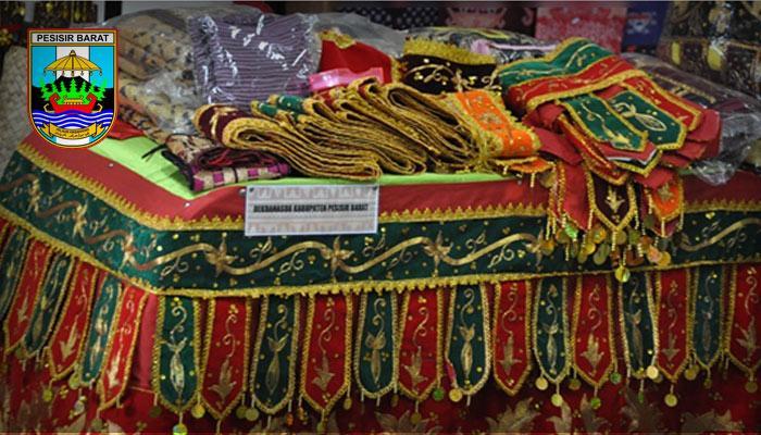 Mengenal Kerajinan Tapis Khas Daerah Krui Pesisir Barat Lampung